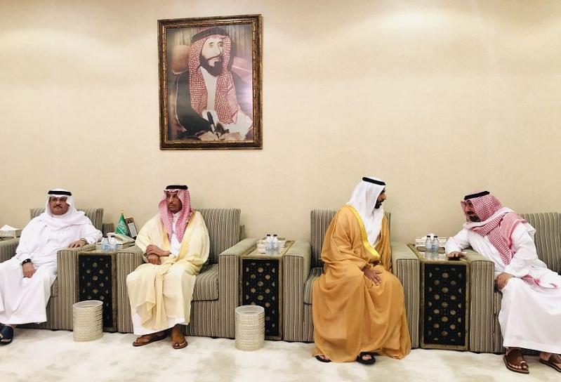 جلوي بن عبدالعزيز  يستقبل المعزين في وفاة الأمير محمد بن متعب