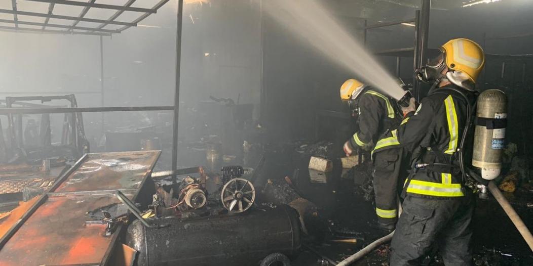 التماس يحرق مستودع إسفنج وأخشاب في نجران
