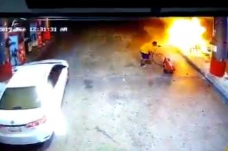 فيديو.. البطل ذو الرداء الأصفر يخمد نيران محطة وقود في ينبع - المواطن