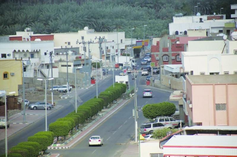 تدخل سريع ينقذ شخصين علقا أعلى جبل في محافظة الكامل