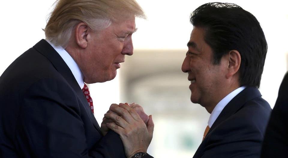 ترامب يبحث هاتفيًّا مع رئيس وزراء اليابان الهجوم على ناقلتي النفط