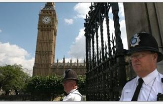 الشرطة البريطانية تعتقل عربيًا وإيطاليًا بسبب عملية إرهابية محتملة