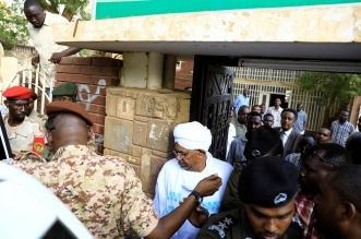أول ظهور بالفيديو والصور لـ عمر البشير في مقر نيابة مكافحة الفساد - المواطن