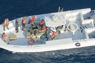 صور جديدة لإزالة إيران لغمًا من الناقلة اليابانية في خليج عمان - المواطن