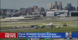 فيديو.. انفجرت الإطارات فانزلقت الطائرة خارج مدرج المطار! - المواطن
