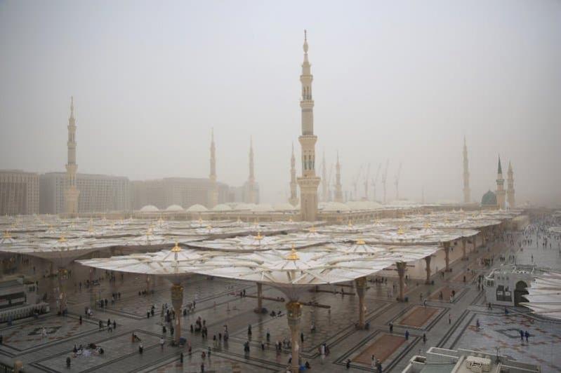 أتربة وأمطار رعدية على المدينة المنورة والباحة