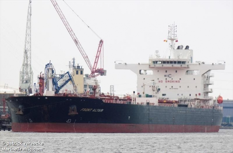 إحدى السفينتين في بحر عمان كانت محملة بميثانول في طريقها من الجبيل لسنغافورة