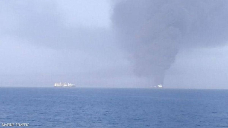 أنباء عن غرق إحدى ناقلتي النفط وانتشال 44 بحاراً بعد هجوم خليج عمان