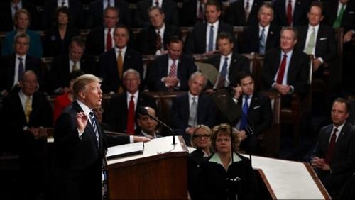 ترامب يجتمع بقادة الكونغرس لبحث قضية إسقاط إيران للطائرة المُسيّرة