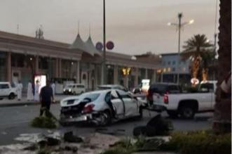 فيديو وصور.. سيارة تقتحم مواقف مول وتحطم واجهة بنك في جدة - المواطن