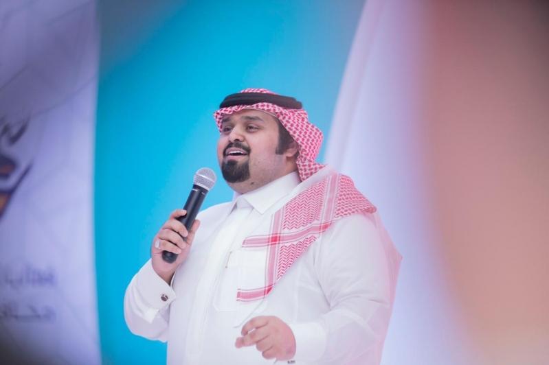 صور.. المنشد بندر بن عوير يشعل رابع أمسيات العيد في رفحاء