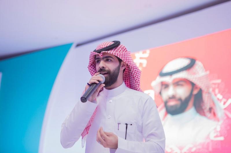 بالصور .. المنشد معاذ الجماز يصدح بمهرجان عيد رفحاء بشيلاته الوطنية والانشادية