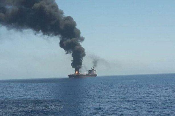 فيديو وصور لاستهداف ناقلة النفط فرنت ألتير في خليج عمان - المواطن
