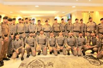 مدير شرطة مكة المكرمة يقلد عدداً من الضباط رتبهم الجديدة - المواطن