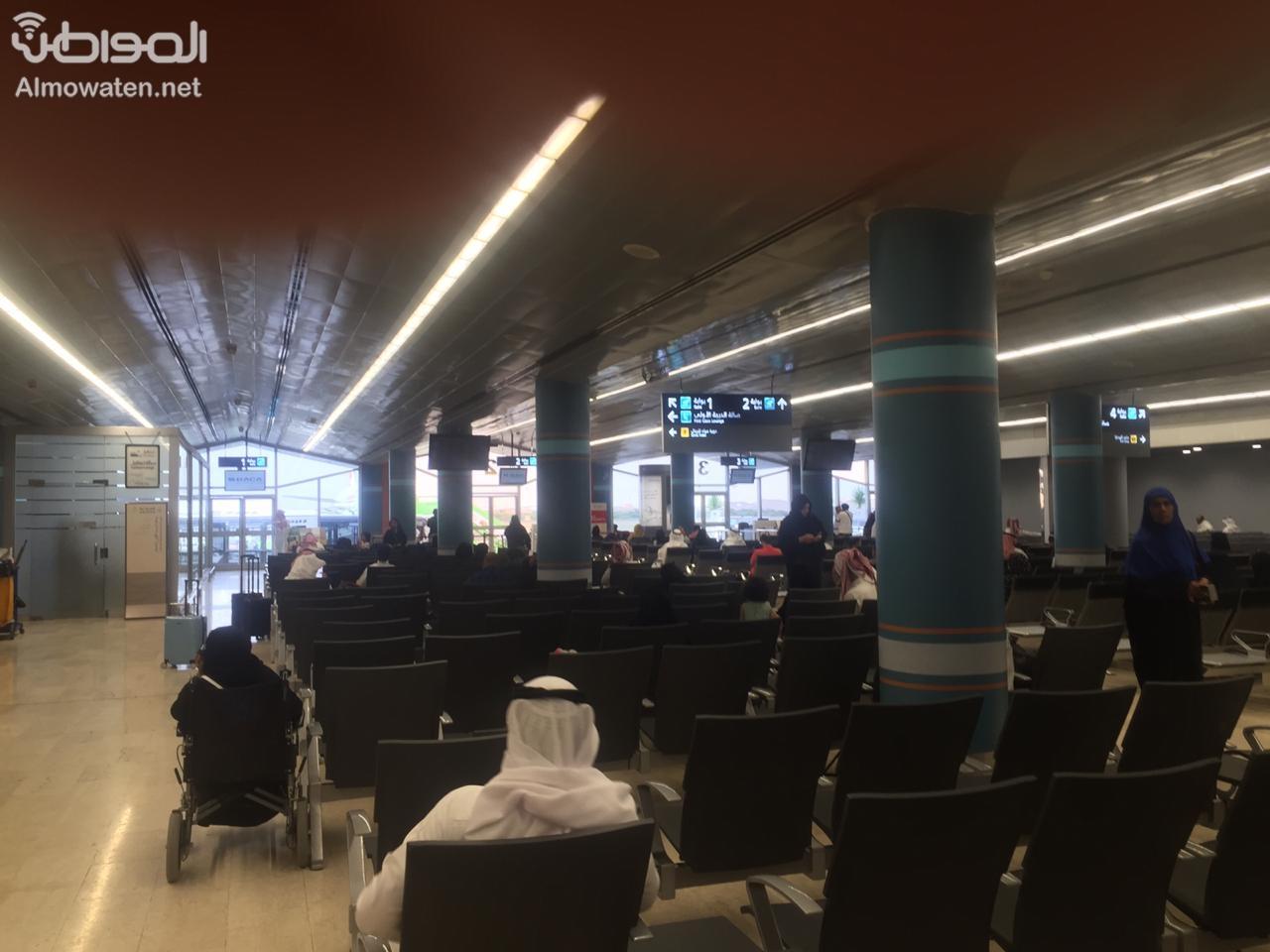 """""""المواطن"""" تتجول في مطار أبها .. المسافرون آمنون وليخسأ الحوثيون - المواطن"""