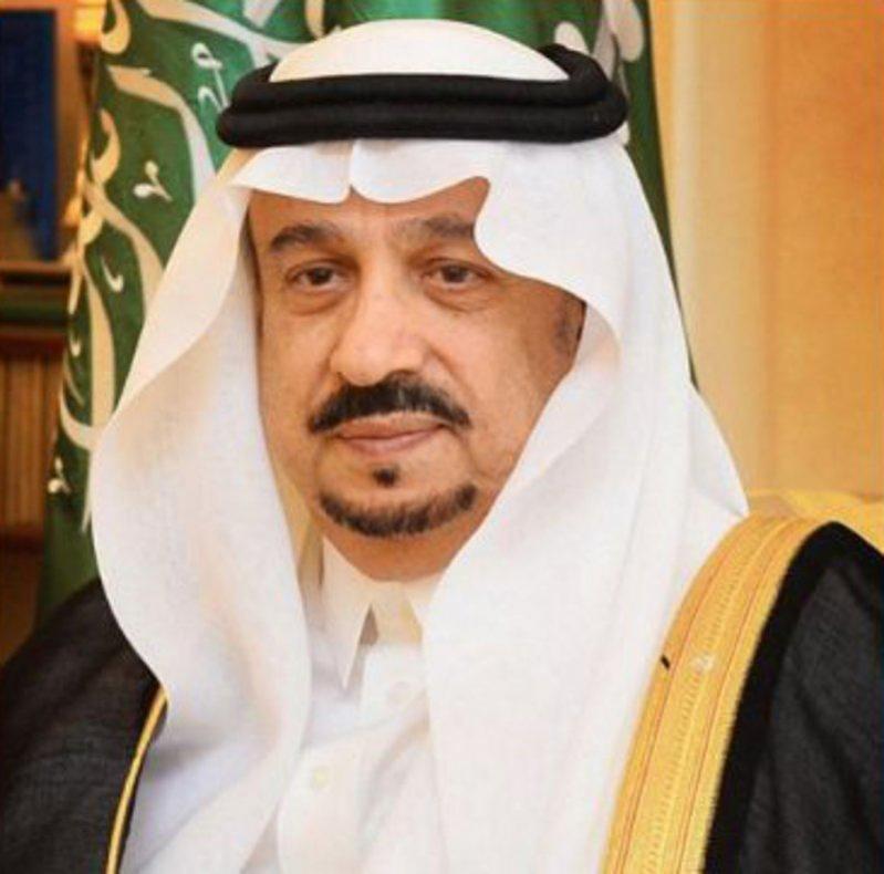 شاهد بالصور.. فيصل بن بندر يطلع على مشروعات شركة الرياض القابضة