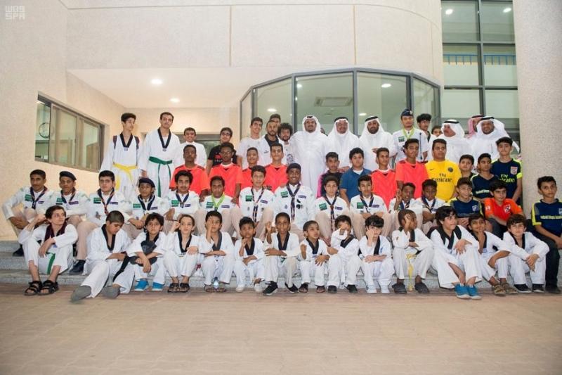 أمير الرياض بالنيابة يزور نادي الحي بمدرسة ابن الحاجب بالرياض 2