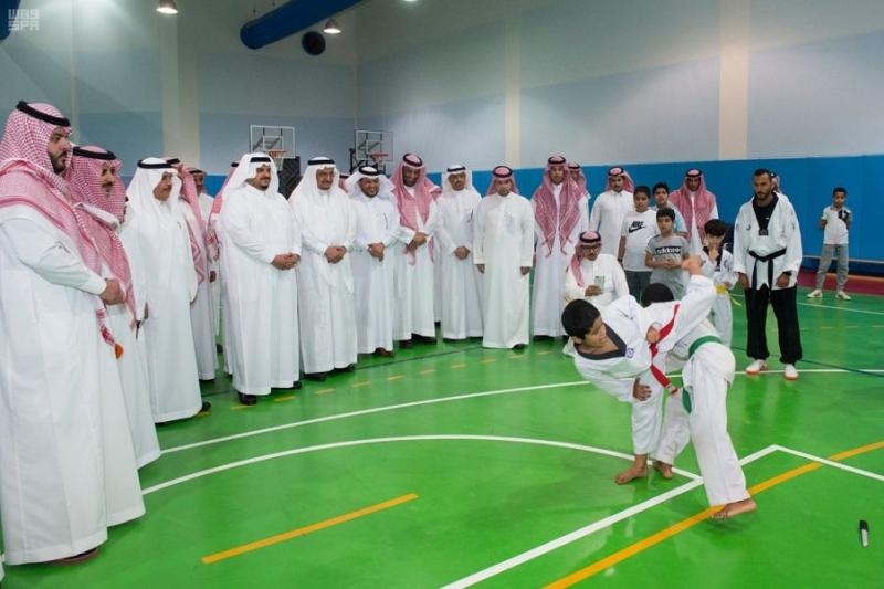 أمير الرياض بالنيابة يزور نادي الحي بمدرسة ابن الحاجب بالرياض 4
