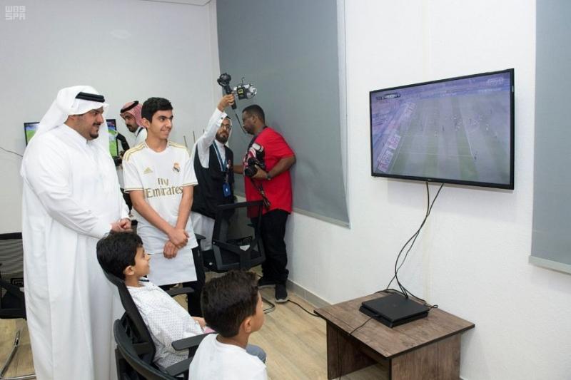 أمير الرياض بالنيابة يزور نادي الحي بمدرسة ابن الحاجب بالرياض 6