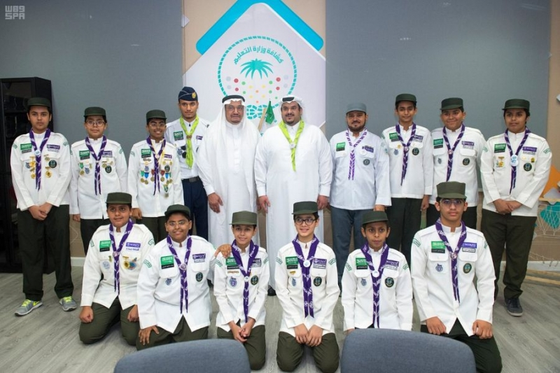 أمير الرياض بالنيابة يزور نادي الحي بمدرسة ابن الحاجب بالرياض 8