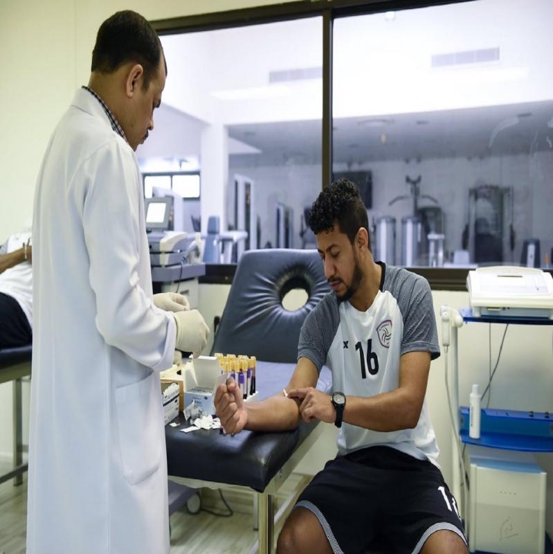 صور.. فحوصات طبية للاعبي الشباب