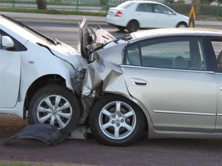 إصابة شخصين في اصطدام مركبتين على طريق الحرمين