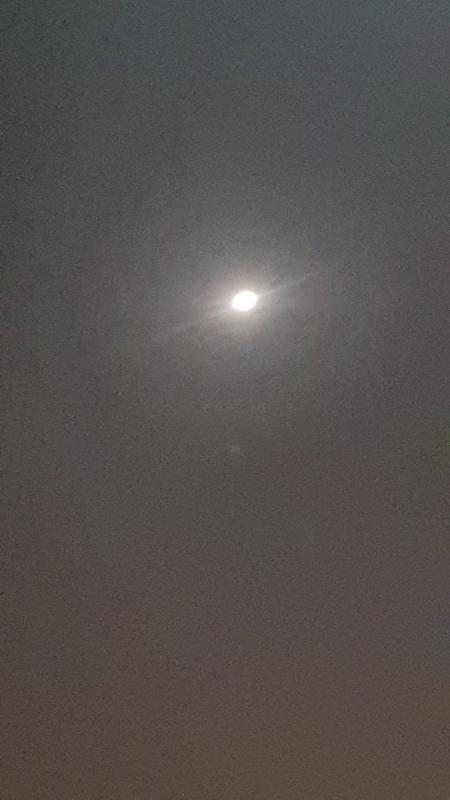 القمر سيقترن بكوكب زحل على شكل محاذاة اليوم