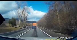فيديو.. انفجار إطار شاحنة يخرجها عن السيطرة - المواطن