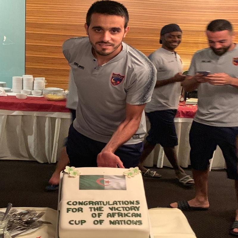 الحزم يحتفل بحارسه الجزائري عسلة - المواطن