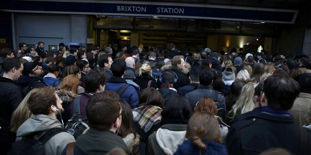 شعر مستعار يعطل مترو قرب لندن