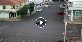 فيديو.. مركبة تتسبب في حادث مروع على الطريق - المواطن