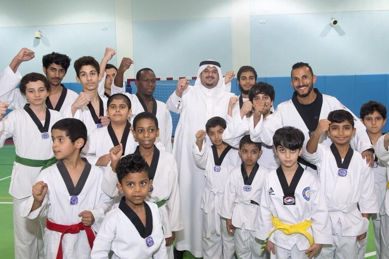بالصور.. أمير الرياض بالنيابة يزور نادي الحي بمدرسة ابن الحاجب بالرياض
