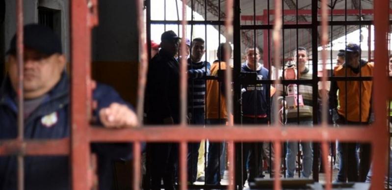 مقتل 57 سجيناً في مواجهات بين عصابتين داخل سجن برازيلي