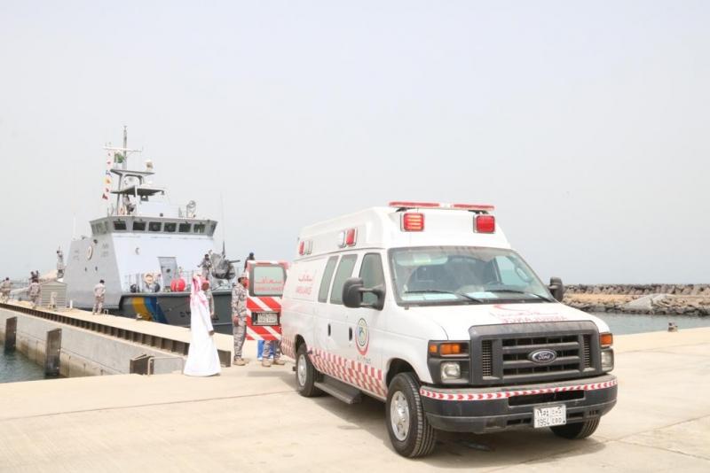 حرس الحدود يخلي مريض من على متن منصة عائمة في البحر الأحمر - المواطن