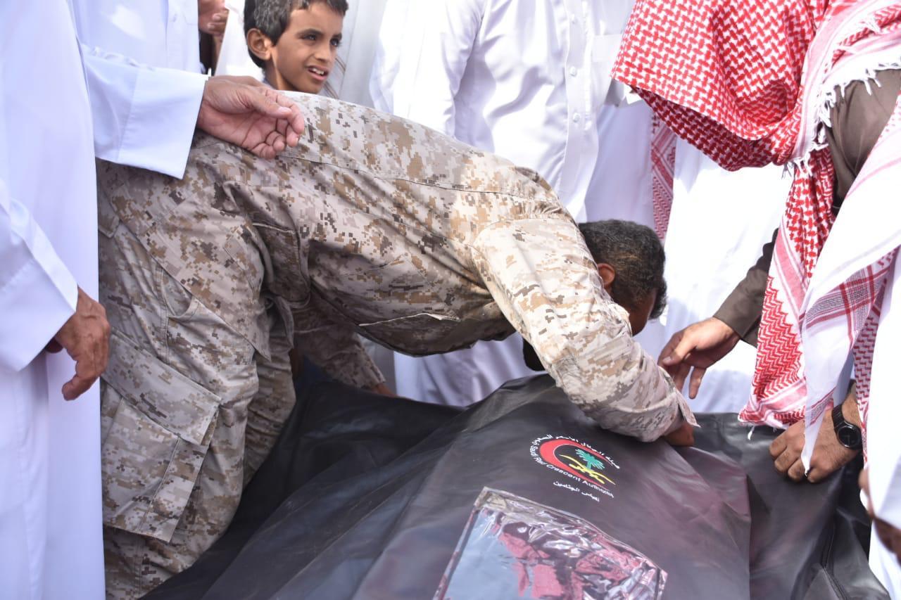 جموع غفيرة تشيع جثمان الشهيد الصميلي وكلمات مؤثرة من ذويه - المواطن