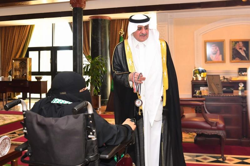 أمير تبوك لـ لاعبة بارالمبية : شرفتي بلادك أنت مثال للفتاة السعودية