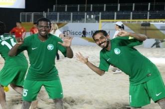 نجوم الكرة السعودية يُحفزون أخضر الشاطئية - المواطن