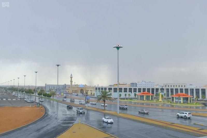 أمطار رعدية ورطوبة مع غيوم غدًا