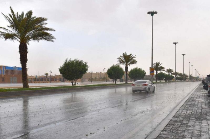 المدني يحذر من أمطار تبوك: تستمر حتى الثامنة