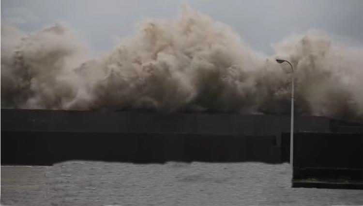 القنصلية لدى هيوستن تحذر من إعصار دوريان: أخلوا المناطق
