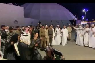 فيديو.. جناح الإمارات في سوق عكاظ يستقبل الفيصل بشدو مقولته التاريخية - المواطن