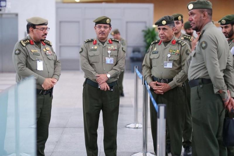 اللواء اليحيى يتابع سير العمل بجوازات مطار الملك عبدالعزيز الدولي بجدة 4