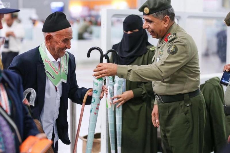اللواء اليحيى يتابع سير العمل بجوازات مطار الملك عبدالعزيز