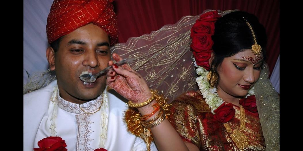 """بنغلاديش: حكم قضائي يمنع استخدام وصف """"عذراء"""" في وثائق الزواج"""