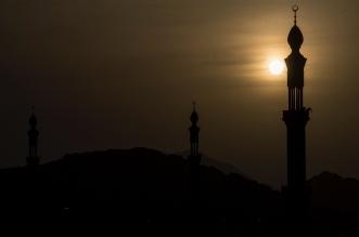 هكذا بدا مسجد نمرة لحظة غروب شمس اليوم - المواطن