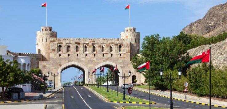 سلطنة عمان تغلق المنافذ البرية أسبوعًا لمواجهة كورونا