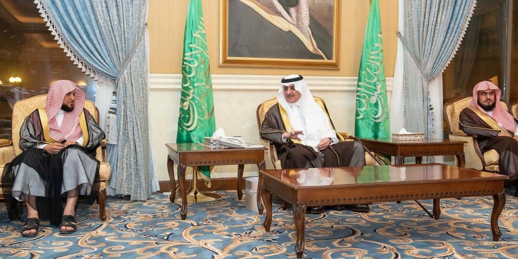 أمير تبوك يلتقي أهالي المنطقة ويستمع لمطالبهم