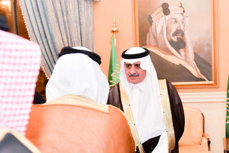 أمير تبوك يلتقي أهالي المنطقة ويستمع لمطالبهم - المواطن