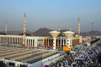 مسجد نمرة يكتسي البياض في يوم عرفة - المواطن
