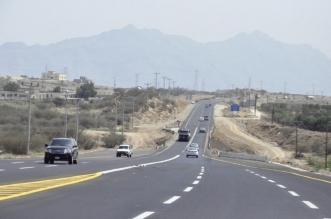 حوادث يومية بسبب عدم إنارة وازدواجية الطريق بين بارق ومحايل - المواطن
